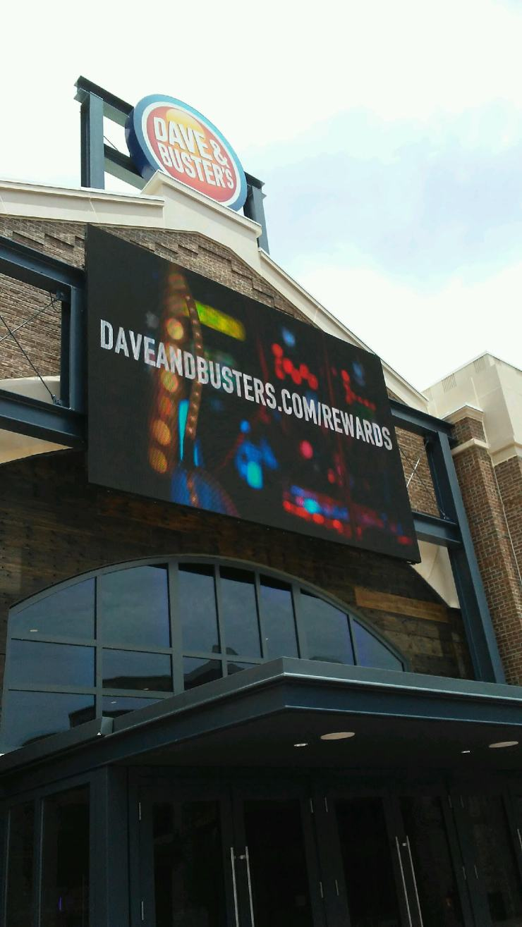 dave-and-buster-outside